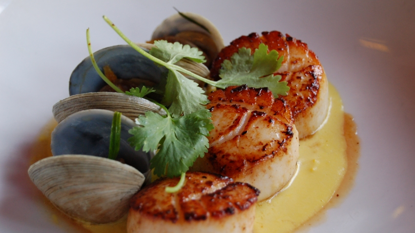 10 Downing - Scallops with Sweet Corn and Butter Clams