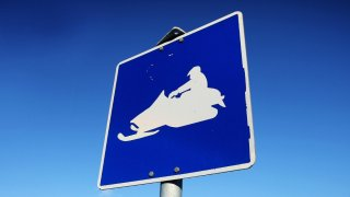 Generic Snowmobile Sign Norway Cropped