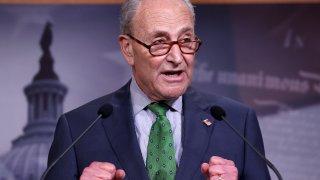 El máximo demócrata del Senado, Chuck Schumer, de Nueva York, celebró el inesperado triunfo.