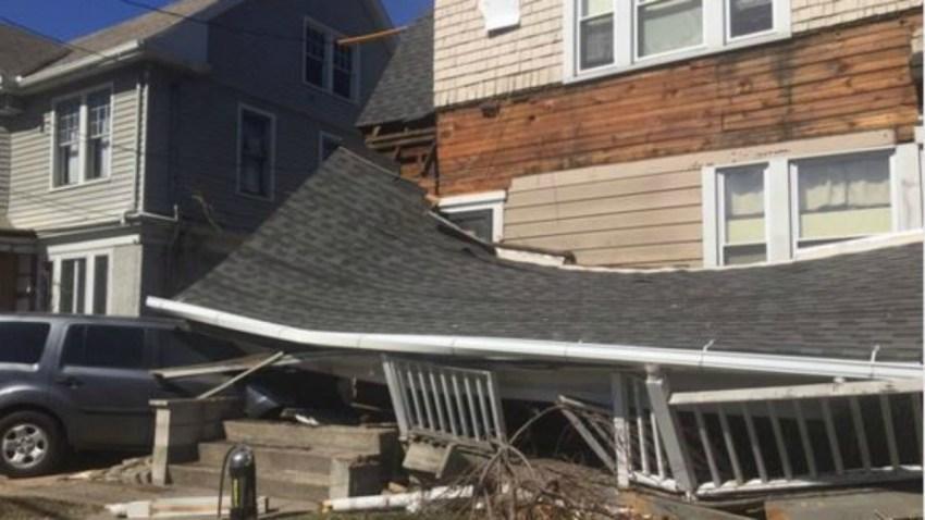 Hamden car hits house police 1200