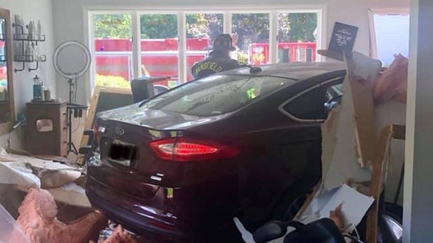 Mansfield car into building 08262019