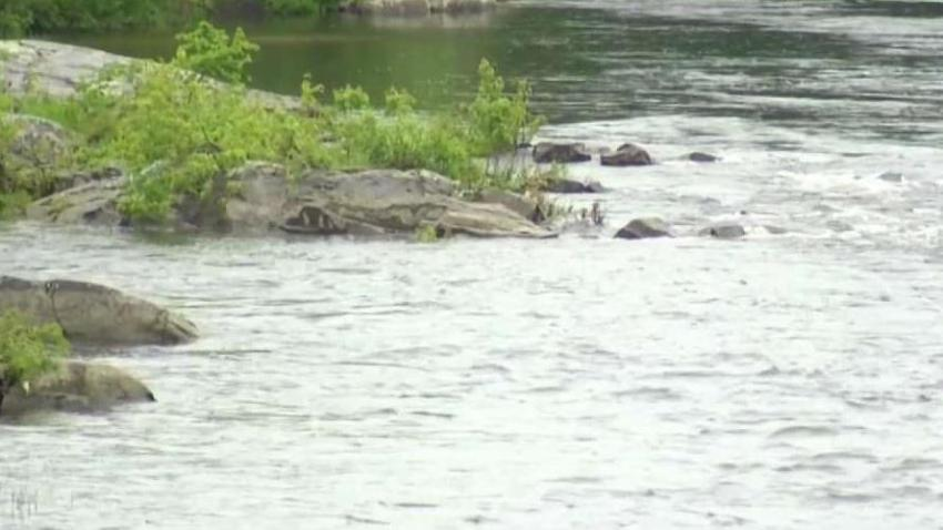 NH_Crews_Search_for_Missing_Kayaker_in_Merrimack_River