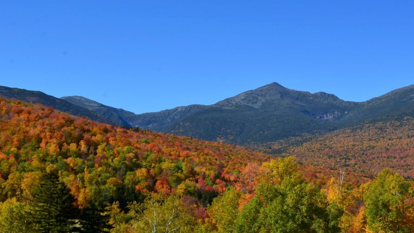 [UGCNECN-CJ]@jreineron7 @clamberton7 @pbouchardwx @BriEggers Fall colors indeed in full swing by Mt. Washington!