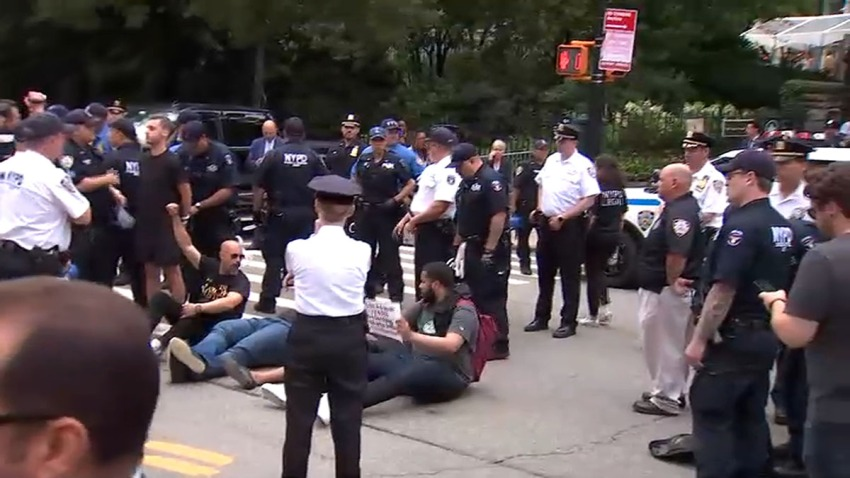 gracie mansion protest resized