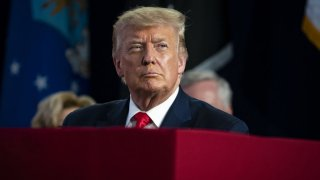 In thiEl presidente Donald Trump.s July 3, 2020, file photo, U.S. President Donald Trump attends during an event at Mount Rushmore National Memorial in Keystone, South Dakota.