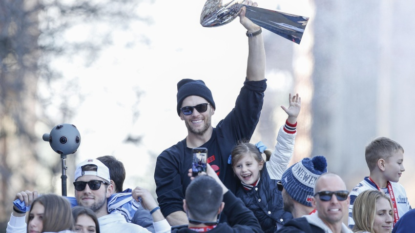 [NBC Sports] Tom Brady has awesome reaction to his rookie card selling for $400,100
