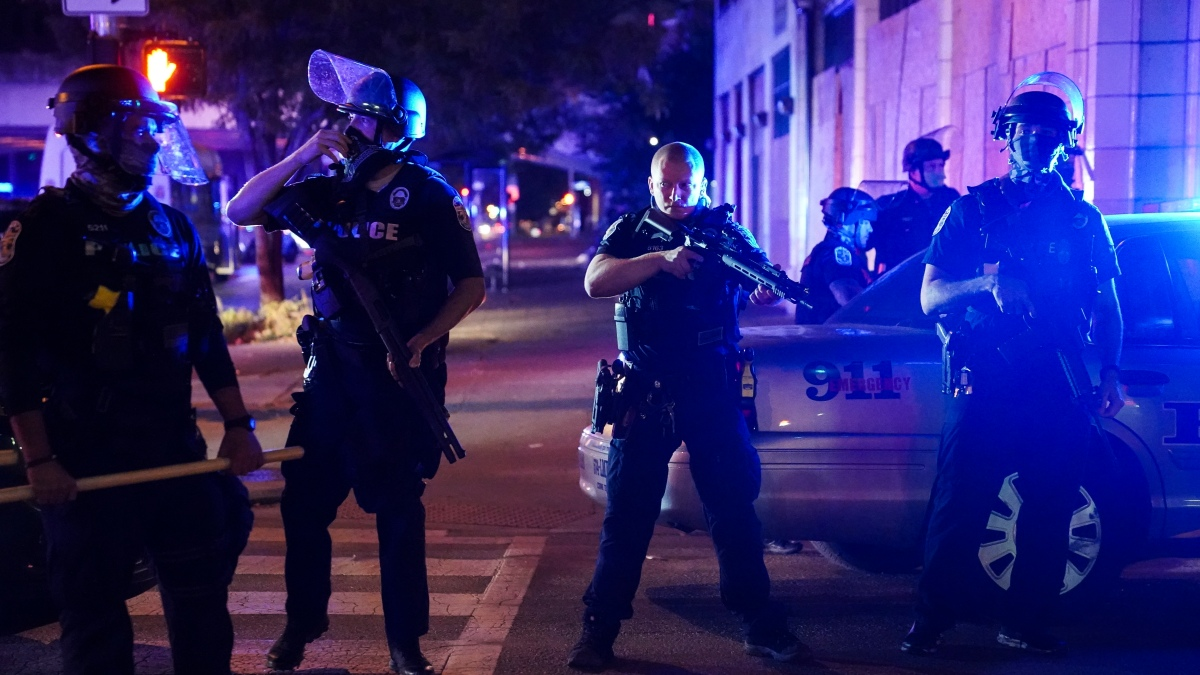 2 Officers Shot Amid Protests In Louisville Over Breonna Taylor Grand Jury Decision Necn