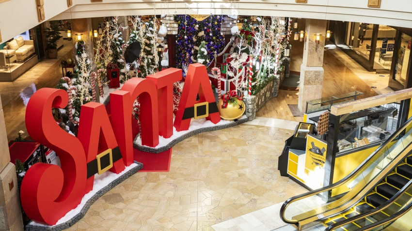 A Shopping Mall's 'Touchless Experience' With Santa Amid Pandemic