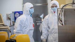 Investigadores de la vacuna de AstraZeneca