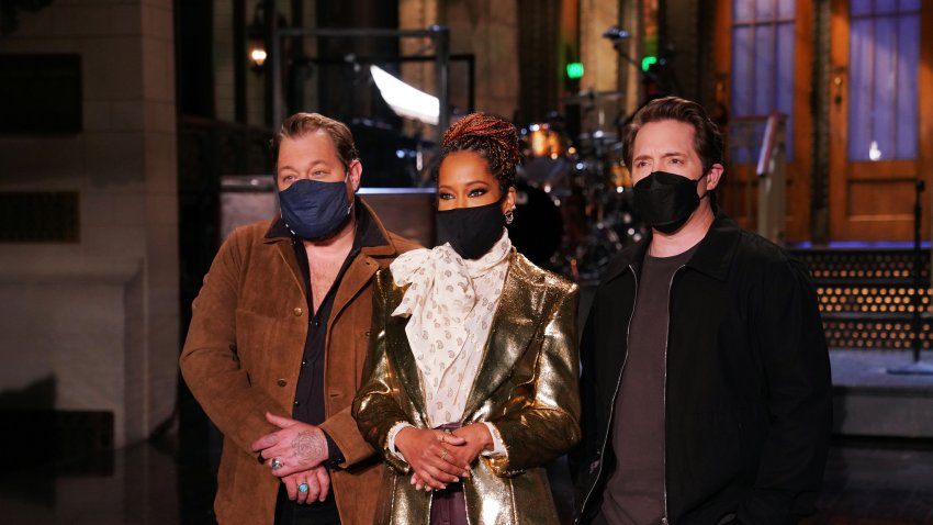 """""""Regina King"""" Episode 1797 -- Pictured: (l-r) Musical guest Nathaniel Rateliff, host Regina King, and Beck Bennett during Promos in Studio 8H on Thursday, February 11, 2021."""
