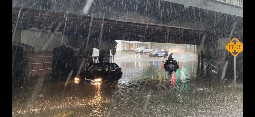 Cars stuck in flood waters in Darien Connecticut