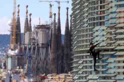French 'Spiderman' Scales Skyscrapers Harness-Free