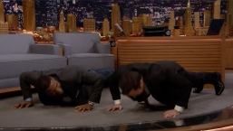'Tonight': Strahan Challenges Fallon to 25 Push-Ups for Veterans