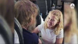 Teen Helps Blind, Deaf Passenger on Flight