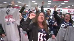 Patriots Fans Pack Modell's for AFC Championship Gear