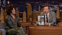 'Tonight': Lenny Kravitz Reacts to His Giant Scarf Meme