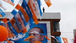 Erdogan Clings to Power Ahead of Turkey's Snap Election