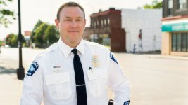 Police Cmdr. Out Over 'Racist, Despicable' Christmas Tree