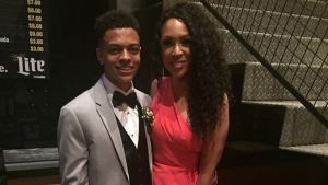 Teen Takes Mom to Prom to Show Appreciation