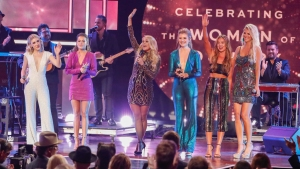 Female Stars Lift Each Other Up at CMT Artists of the Year