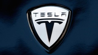 Tesla Guards Attacked Photographer: Reno Newspaper