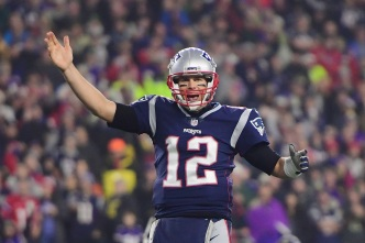Patriots Pull Away from Vikings, Now 9-3<br />