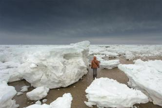 Sea Ice, Snowpack Recede This Week