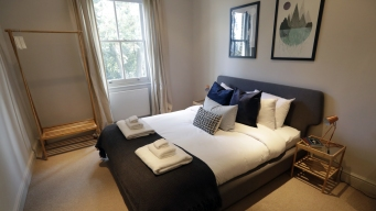 As Airbnb Grows, Hotels Give Home-Sharing a Try