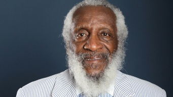 Civil Rights Activist and Comedian Dick Gregory Dies at 84