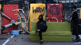 Chinese Troops Join Hong Kong Cleanup as Protesters Retreat<br />