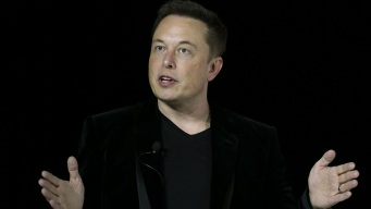 SpaceX to Send 2 Citizens to Moon in 2018: Elon Musk
