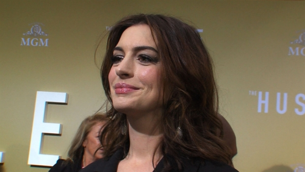 [NATL-AH] Anne Hathaway Shares Funny Story About Her Mom