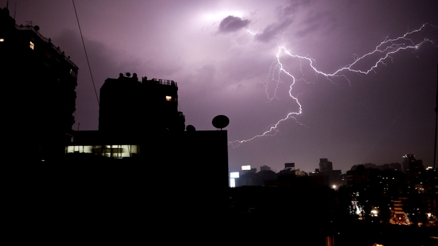 Extreme Weather: Thunder and Lightning Hits Cairo