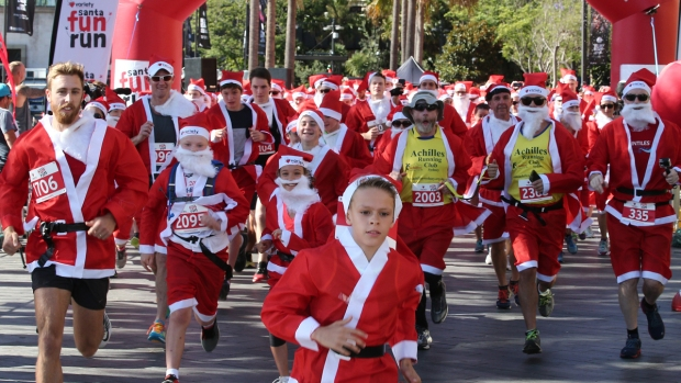 3,000 Santas Race at Fun Run in Australia