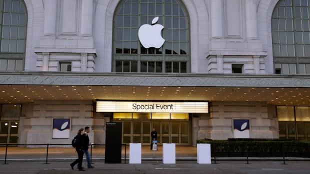 [NATL] PHOTOS: Apple Announces iPad Pro, New Accessories