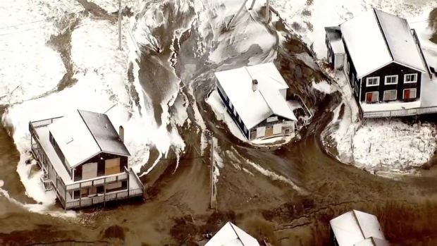 [NATL-NECN]RAW: Mass. Houses Stuck in Frozen Slush, Sand After Flooding