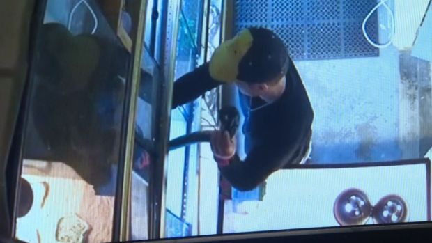Man Steals Python by Stuffing It in His Pants in Pet Store