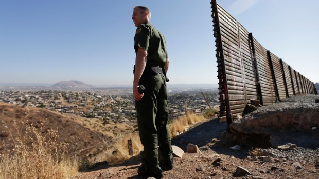 Sheriff Offers to Send Inmates to Build Border Wall