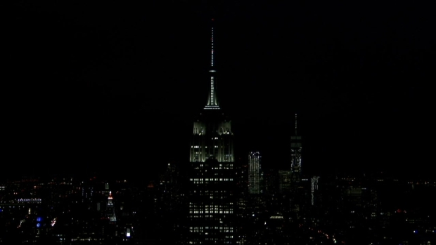 [NATL-NY] Empire State Building Dims for Earth Hour