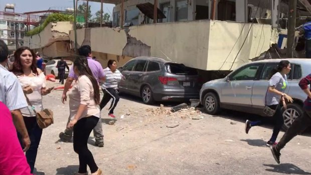 [NATL-DFW] Earthquake Rattles Mexico City on Anniversary of Quake That Killed Thousands (Raw Video)
