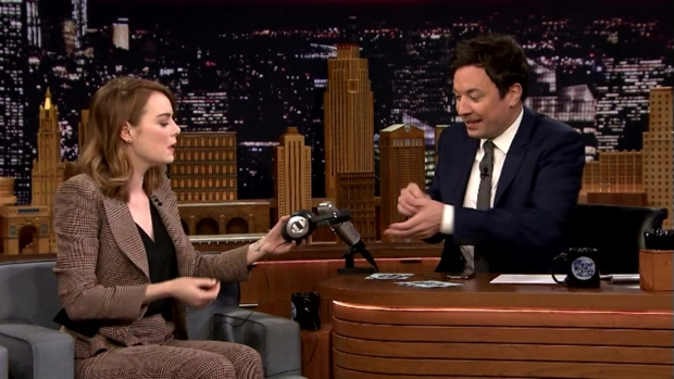 [NATL] 'Tonight Show': Singing Whisper Challenge with Emma Stone