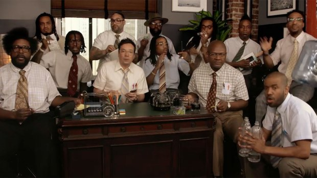 [NATL] 'Tonight': Jimmy Fallon, Migos and The Roots Sing With Office Supplies