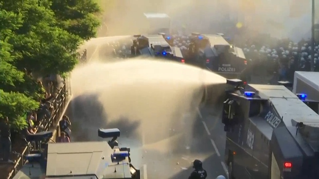 [NATL] Protests Turn Violent Outside G-20 Summit in Germany