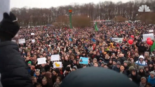 [NATL] Across Russia, Protesters Rally Against Government
