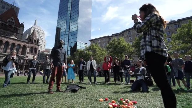 Flash Mob Helps Boston Man Propose to Girlfriend