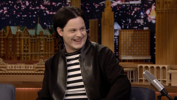 [NATL] 'Tonight': Jack White and Jimmy Fallon Were Mischievous Altar Boys
