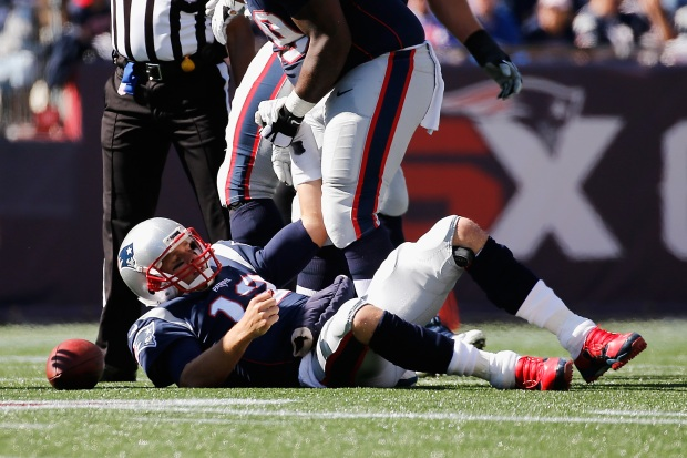 New England Patriots QB aggravated left shoulder injury in Week 5