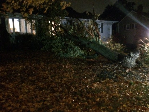 Storm knocks out power in southern New England, forces school closures
