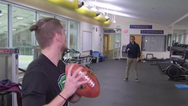 [NECN] Experts Weigh in on Brady's Hand Injury