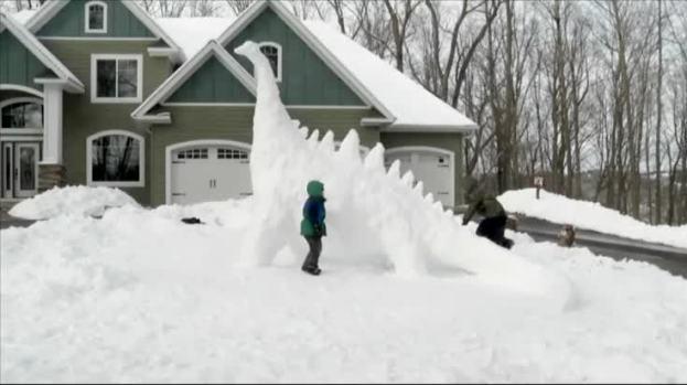 [NATL] Minnesota Family Builds Giant Snow Dinosaur